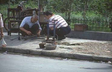 Not the Business of the Future, Grandpa (Shanghai, Huangpu District - archive)