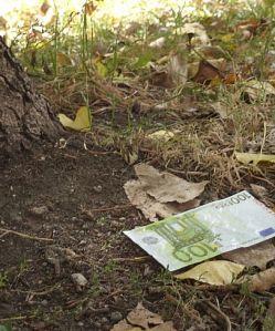 one_hundred_fake_euros